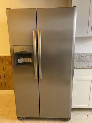 Brand New Frigidaire side by side refrigerator 25.5 cu for Sale in Orlando, FL