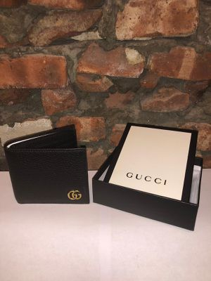Slightly Used Gucci wallet for Sale in Queens, NY