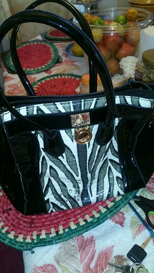 Black and white ladies bag for Sale in Laurel, MD