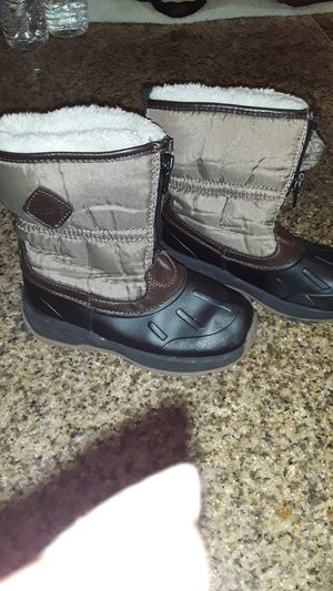 Carters size 11 snow boots 15 for Sale in Las Vegas, NV