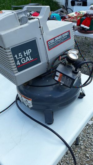 Air compressor 4 gallons for Sale in Columbus, OH
