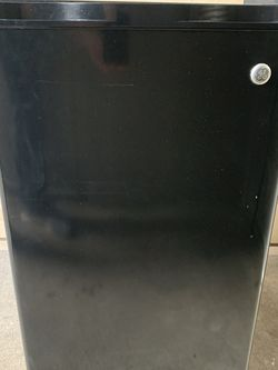 GE Mini Fridge. 4.4cuft for Sale in Keizer,  OR