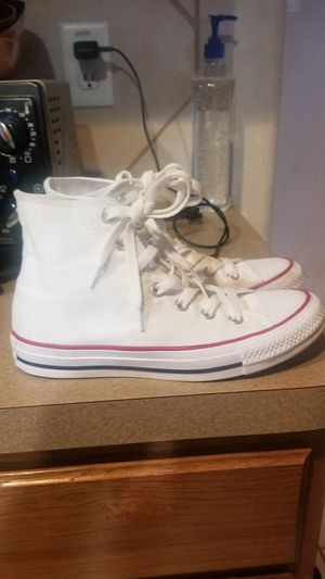 Like new condition white converse size 6 for Sale in Mansfield, TX