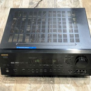 Onkyo TX-SR700 AV Receiver 5.1 Surround Sound Channels Black for Sale in Bellmore, NY