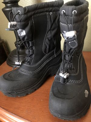 The North Face Snow boots size 3y for Sale in Fontana, CA