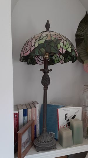 Tall Tiffany style table lamp in mint condition for Sale in Deltona, FL