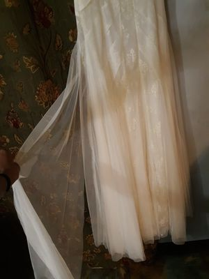 BCBGMAXAZRIA Off White / Ivory Soft Tulle and Lace Moriza Strapless Gown Feminine Wedding/ evening Dress for Sale in Columbus, OH