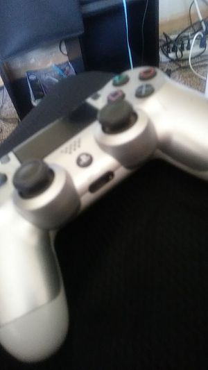PS4 controller (silver) for Sale in Waseca, MN