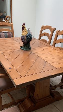 Beautiful Dining Table With 6 Lovely Chairs for Sale in Costa Mesa,  CA