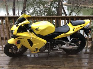 2003 HONDA CBR600RR ONLY 2k miles like new for Sale in Hollywood, MD