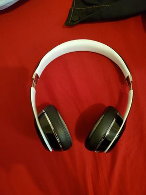 Beats solo 2 wired for Sale in Philadelphia, PA