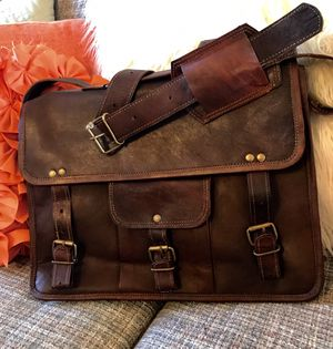 BRAND NEW GENUINE LEATHER MESSENGER BAG for Sale in Smyrna, TN
