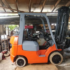 Forklift toyota serie 7 for Sale in Hialeah, FL