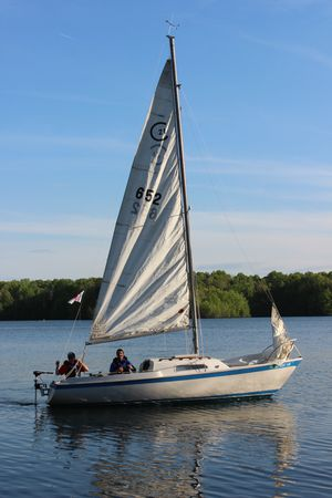 21' Cal Jensen Sailboat & Trailer PROJECT BOAT for Sale in Bumpass, VA