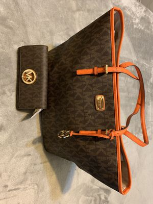 Michael Kors tote bag and matching wallet for Sale in Leander, TX