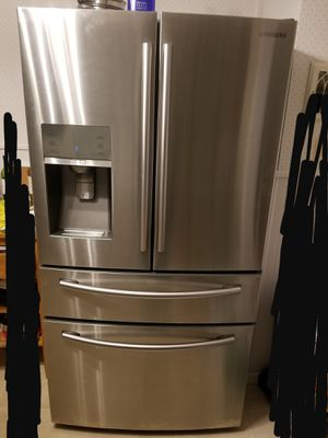 Samsung Fridge with soda stream for Sale in Eau Claire, WI