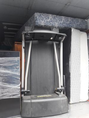 Treadmill inclines, different speeds, with key for Sale in Portland, OR