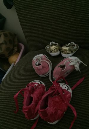 Converse hello kitty baby shoes newborn -3/4 mo for Sale in Atlanta, GA