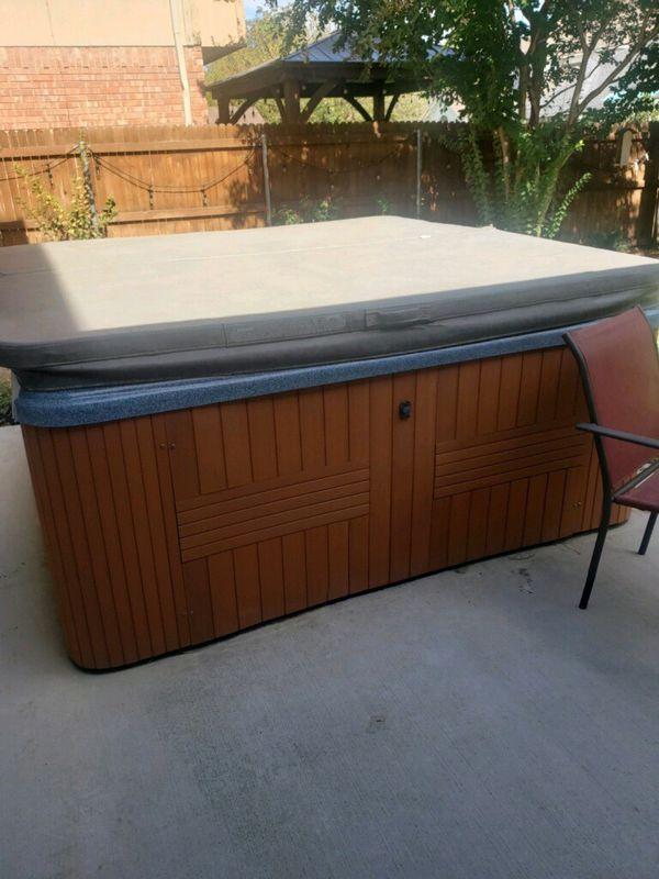 Hot tub seats 7 people