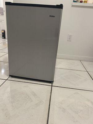 Haier Mini Refrigerator for Sale in North Miami, FL