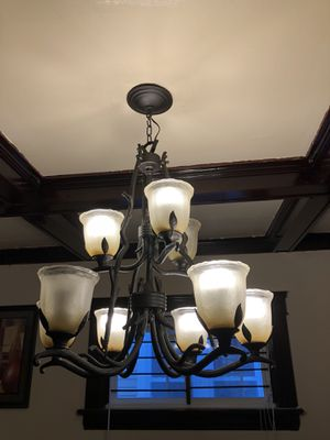 Dining room chandelier in very good condition for Sale in Cleveland, OH