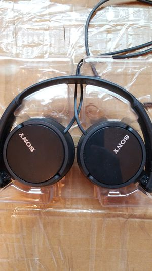 Sony MDR-ZX110 stereo headphones wired for Sale in West Mifflin, PA