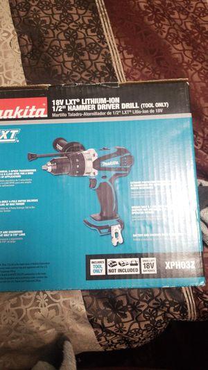 Makita 18 v hammer drill for Sale in Saint Charles, MO