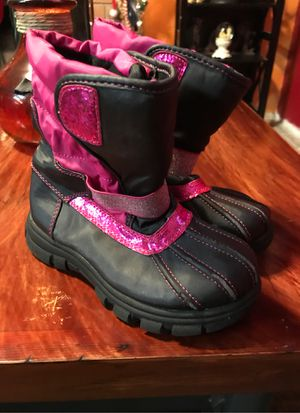Girls Snow boots size 1. Se habla espanol for Sale in Modesto, CA