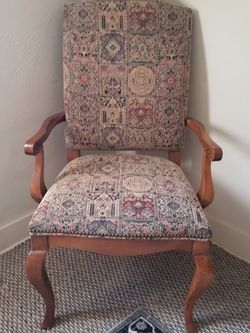 Vintage Tapestry Style Chair for Sale in Chicago,  IL