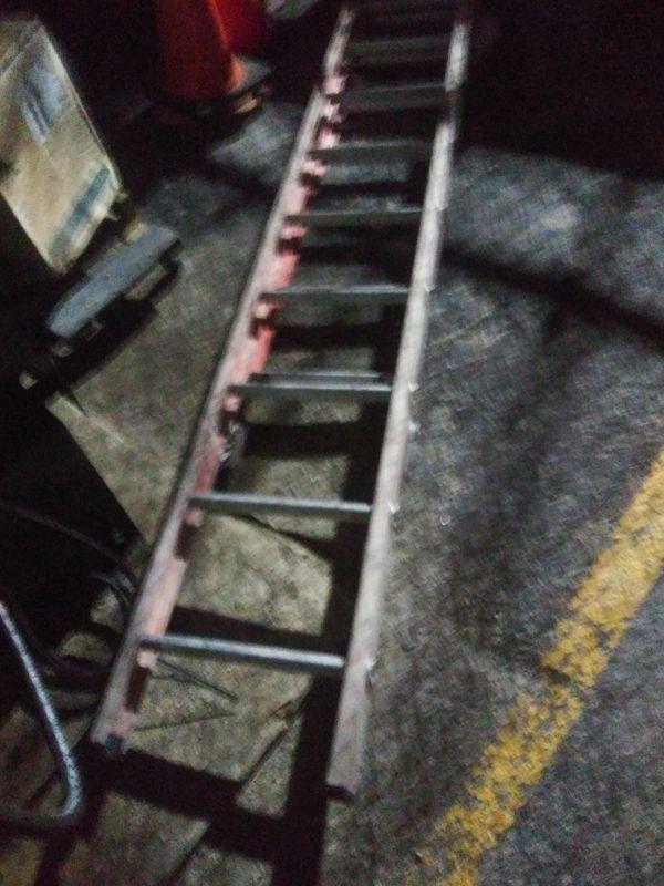 20' fiberglass extension. Ladder
