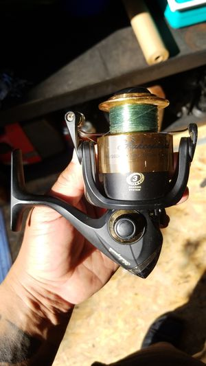 Shakespeare fishing reel for Sale in Stockton, CA