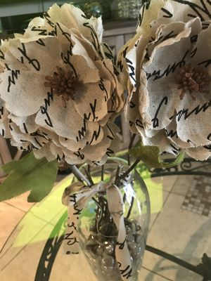 Home decor floral vase for Sale in Glendale, AZ