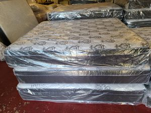 Cal king Pillowtop set for Sale in Fresno, CA