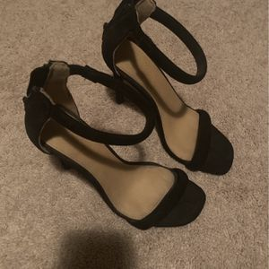 Charlotte Russe Black Zip Back High Heels Size 6 for Sale in Normal, IL