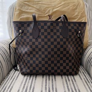 Beautiful Checkered Leather Tote for Sale in Miami, FL