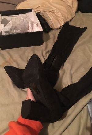 Thigh high boots NEVER WORN size81/2 for Sale in Roseville, MI