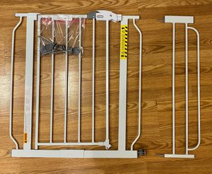 Regalo Extra Wide Walk-Through Gate, 30-in for Sale in Laurel, MD
