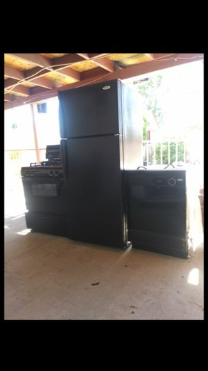 Matchin Kitchen set ,appliances , all whirlpool for Sale in North Las Vegas, NV