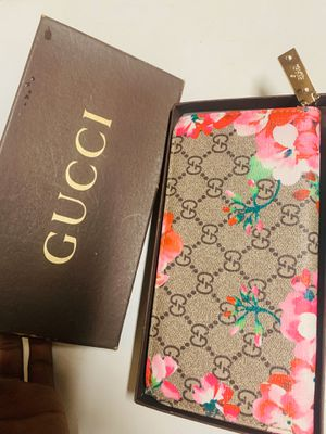 Gucci wallet for Sale in Jurupa Valley, CA