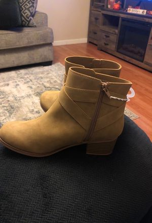 Brand new girls boots size 6 for Sale in Union City, CA