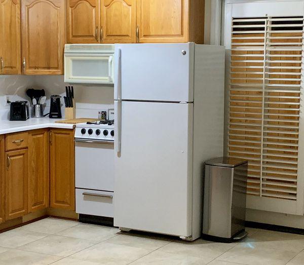 Studio Appliances! Magic Chef & GE. Fridge and Microwave