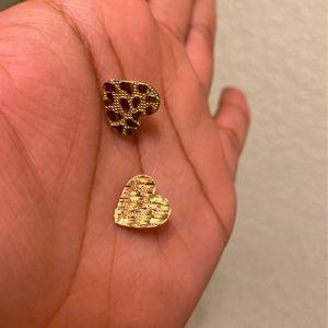 Med . Heart Shaped Nugget Earrings for Sale in Fresno, CA