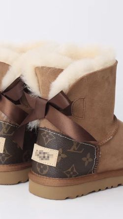 Louis Vuitton Bow 🎁 UGG's for Sale in Marietta,  GA