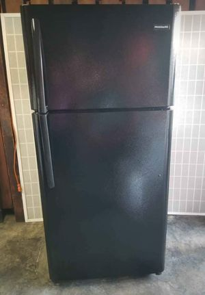 ⚫ BLACK FRIGIDAIRE REFRIGERATOR ⚫ for Sale in Vernon, CA