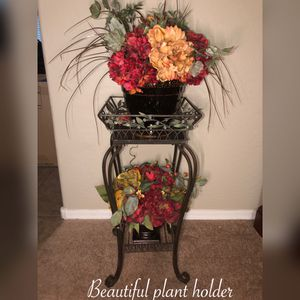 New beautiful plant holder with 2 beautiful flower arrangement $60 for Sale in Laveen Village, AZ