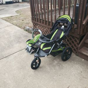 Baby Trend Jogger Stroller& Built In Carseat.Also Has A Built In Speaker You Can Connect Your Phone To. for Sale in Woodbury, NJ