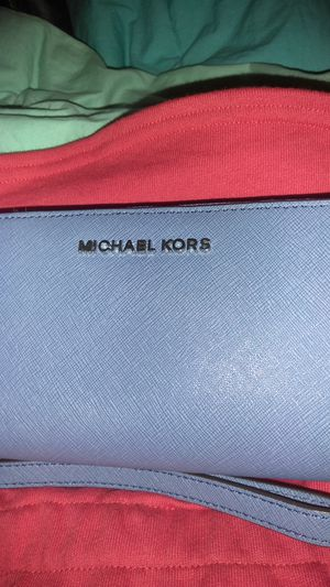 Michael kors wallet..(risklet) for Sale in St. Louis, MO