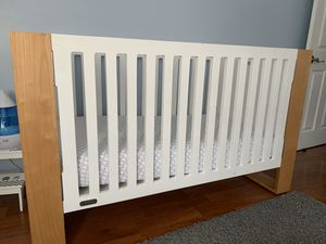 Nursery Works Crib, changing table and dresser for Sale in Miami, FL