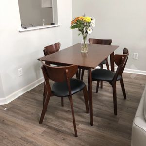 Mid Century Dining Table NEW IN BOX for Sale in Clovis, CA