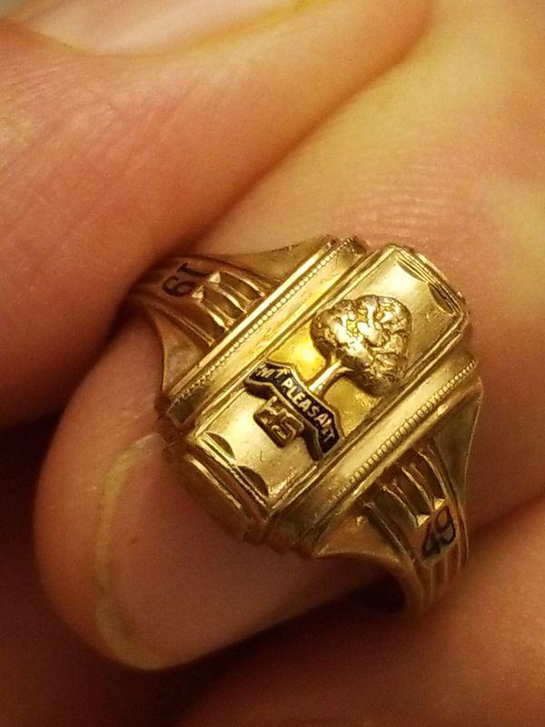 GOLD 1949 MT PLEASANT HIGHSCHOOL GRADUATION RING